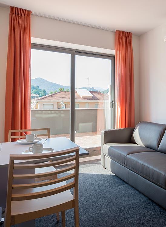 Portes corredisses a terrassa de l'hotelet Can Morera
