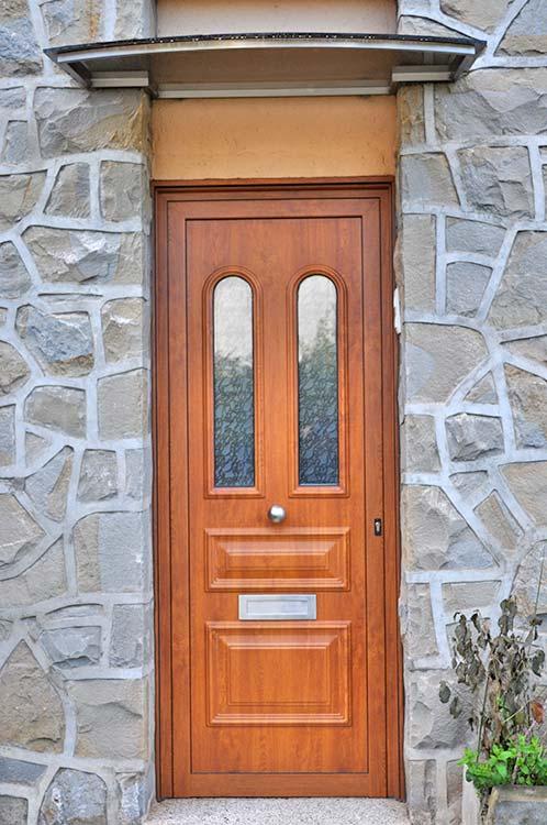 Porta d'entrada d'alumini imitació fusta