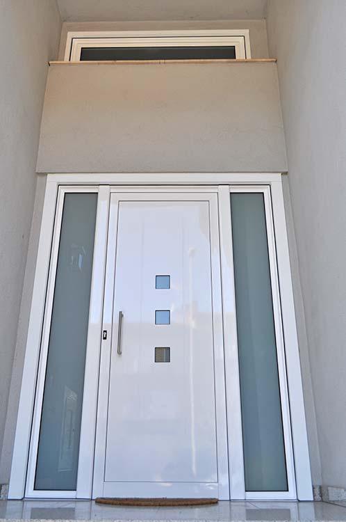 Porta d'entrada d'alumini lacat blanc